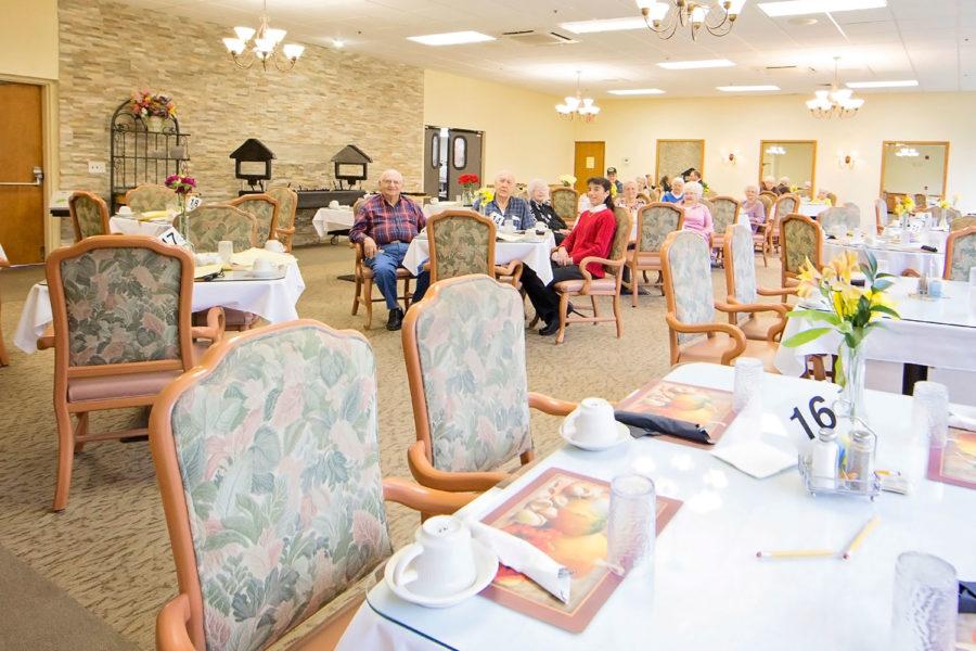 Cafeteria-Elderly-Living-Cincinnati-Ohio
