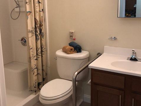 Apartment-Village-Eastgate-Cincinnati-Ohio-Bathroom